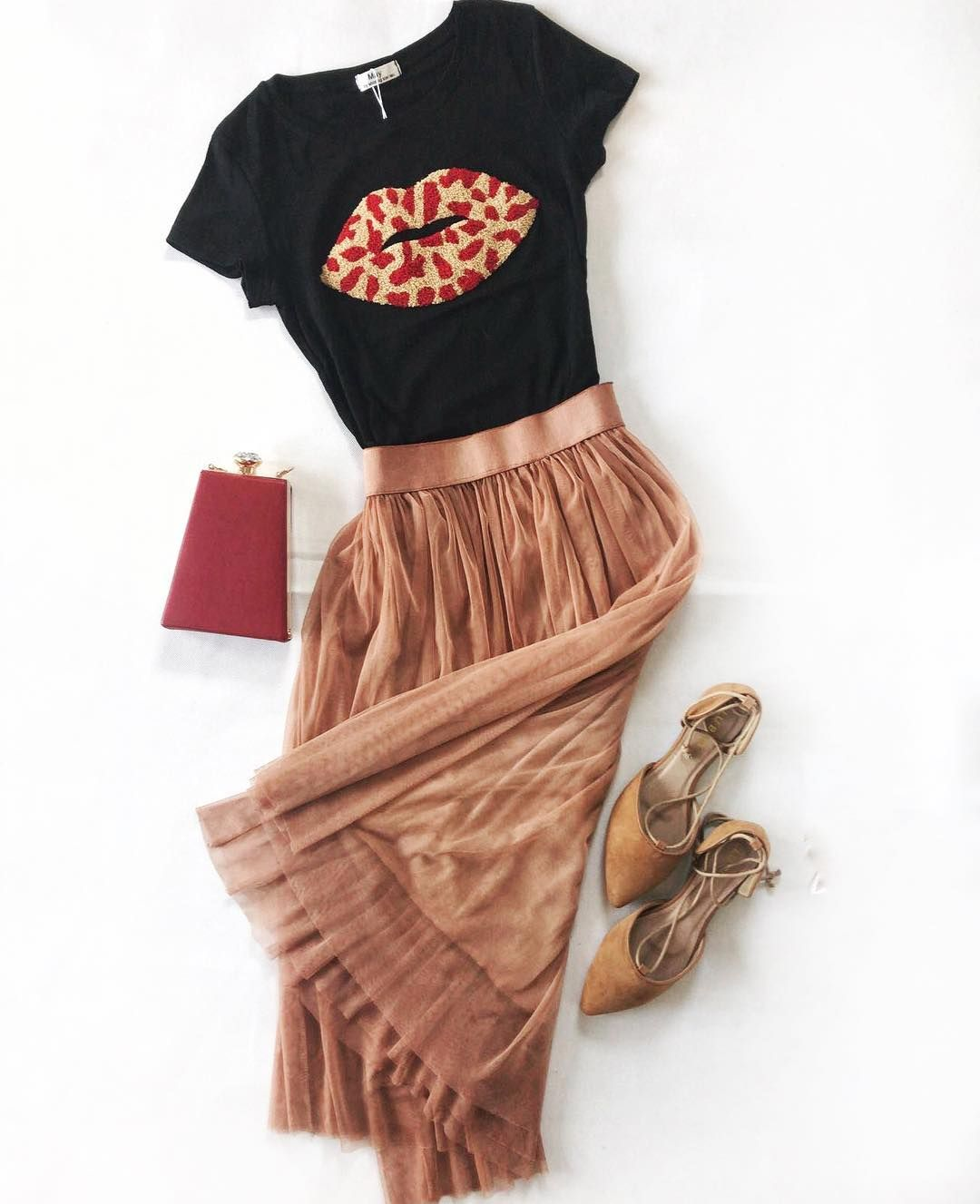 b226cb30c5 Nájde sa niekto kto lúbi sukničky viac ako šaty  🤔❤️Prajeme vám krásnu  nedelu