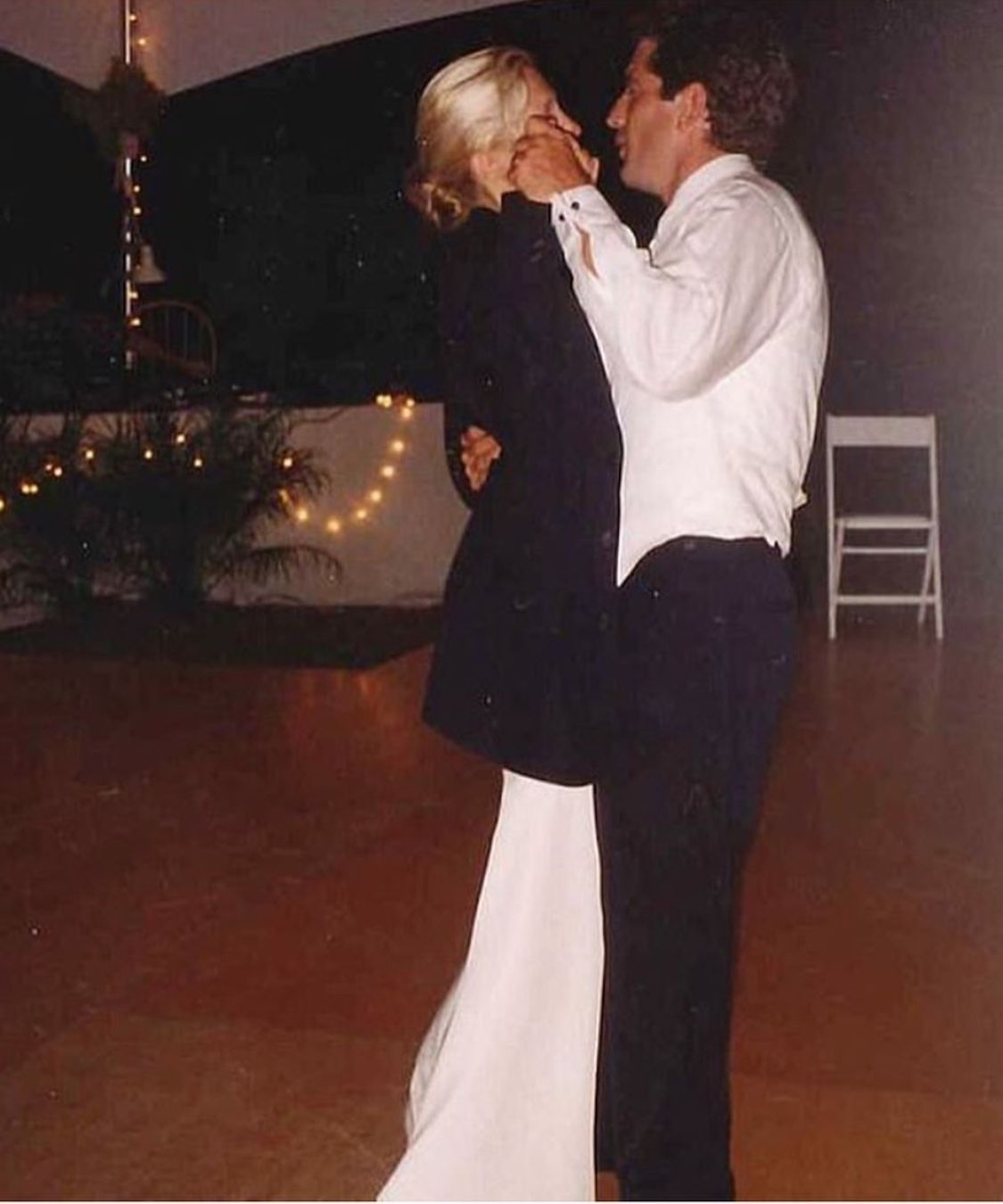 Pin By Andrea Marie On Carolyn And John Carolyn Bessette Kennedy Carolyn Bessette Kennedy Style Jackie Kennedy
