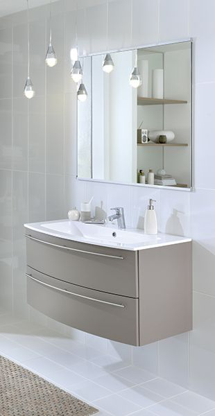 Deux meubles sous les vasques, et des rangements ouverts pour une - schmidt salle de bain