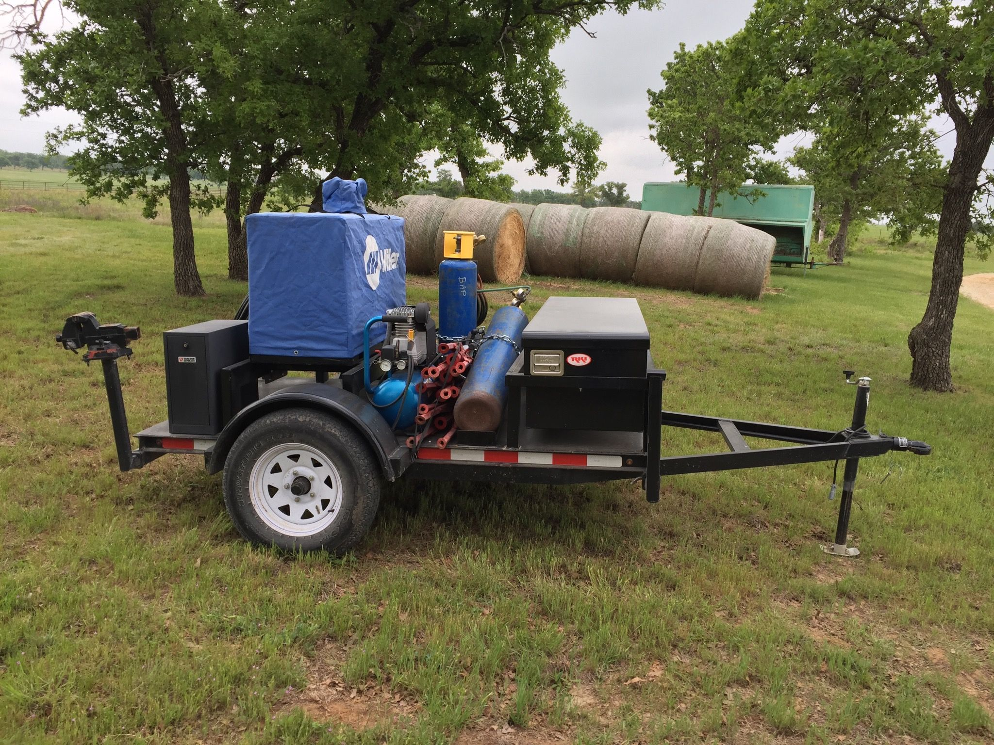 Miller welding trailer. With puma air compressor