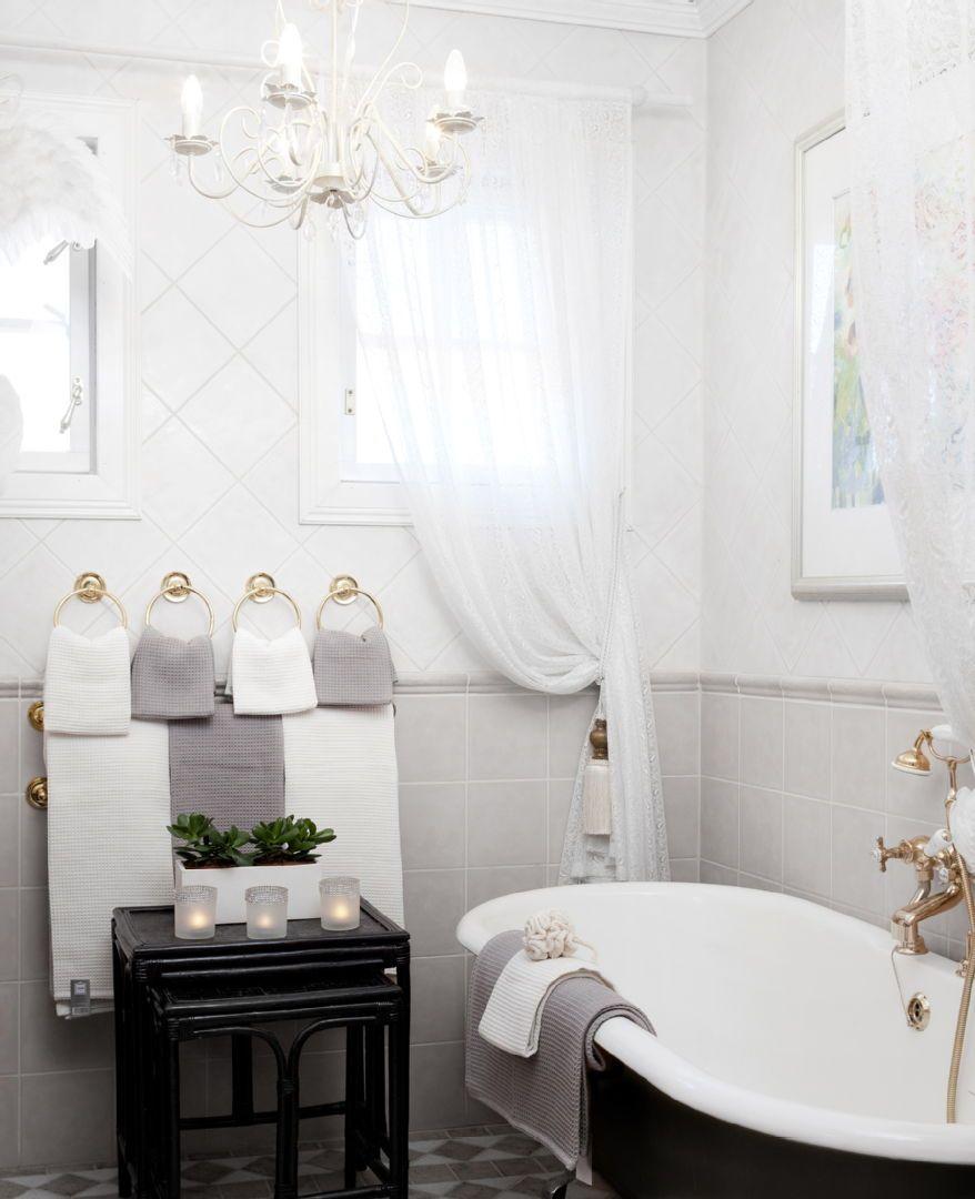 Kauniit pyyhkeet kruunaavat kylpyhuoneen harmonisen ilmeen. Klikkaa kuvaa, niin näet tarkemmat tiedot.