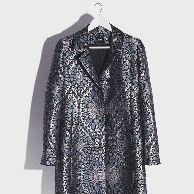 We bring you the most coveted coat for the party season ahead. Find out how to accessorise it in style via our fashion forward article online. Link in bio #YOUfashion @oasisfashion #fashion #wintercoats #coat #AW15 #opulent #accessories #newseason #christmas #partywear