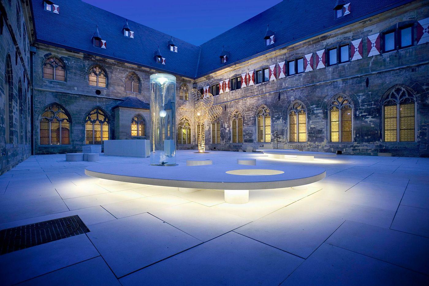 Voormalig vijftiende eeuws Kruisherenklooster in het centrum van Maastricht. Prachtige locatie voor een event.