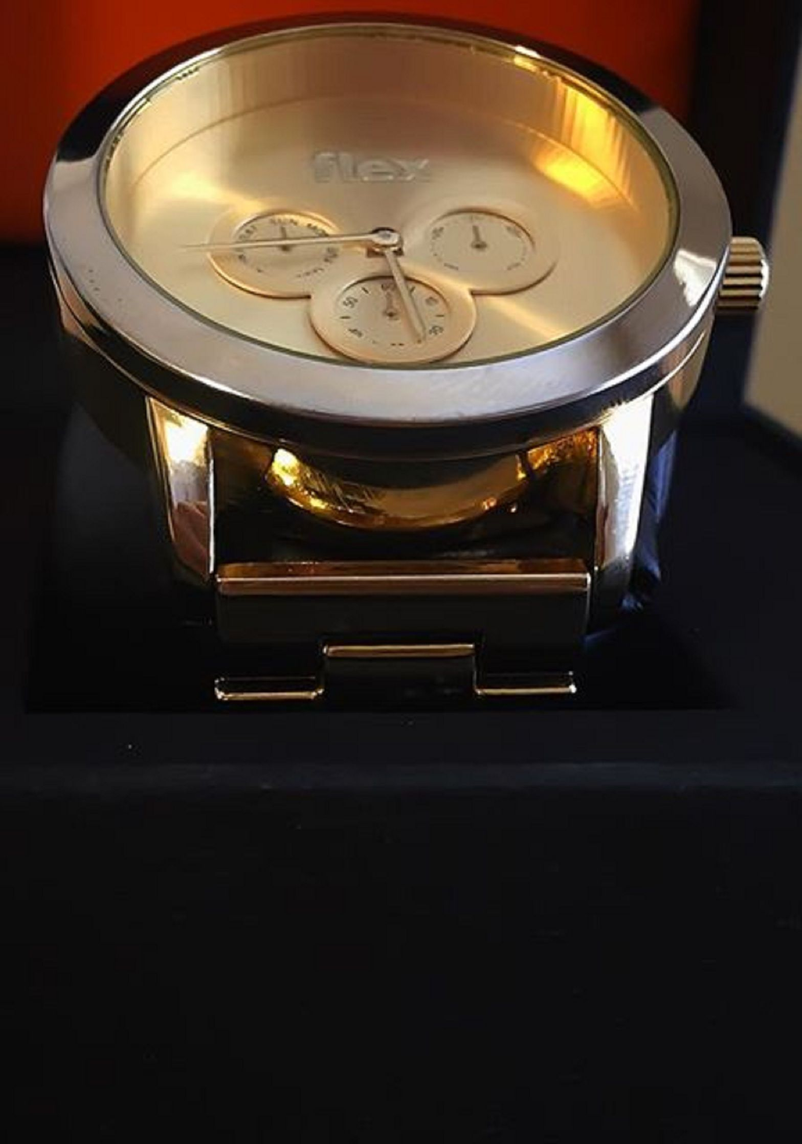 flexwatches The new Flex Watch features crystal glass, micron gold