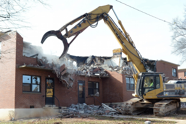 Demolition Begins On Oakview Apartments Demolition Cinder Block Walls Carlton Towers