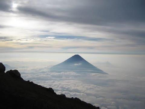 Vista del Volcán de Agua desde el Volcán Acatenango | Volcanes ...