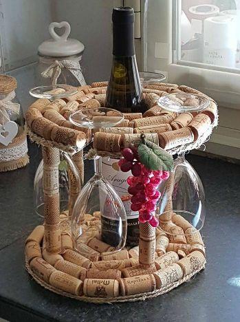 Porta bottiglia e calici fai da te con tappi di sughero for Porta vino fai da te