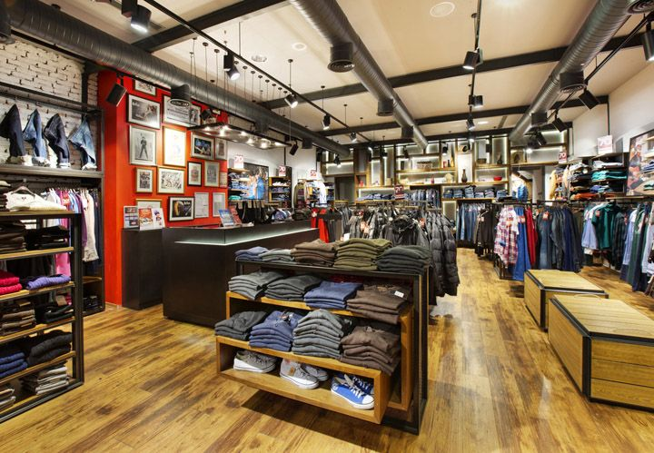 Retail Design Shop Design Fashion Store Interior Fashion Shops Like The Pull Out Long Cubicles And Industrial Loo Store Design Retail Design Design Store