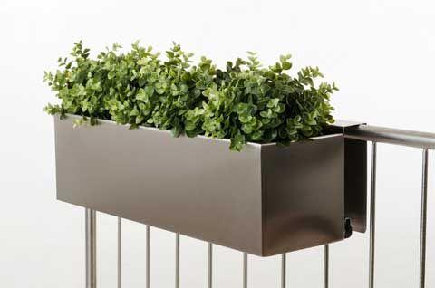 neue pflanzk bel aus zink und schicke balkonk sten aus edelstahl balkonk sten edelstahl und. Black Bedroom Furniture Sets. Home Design Ideas
