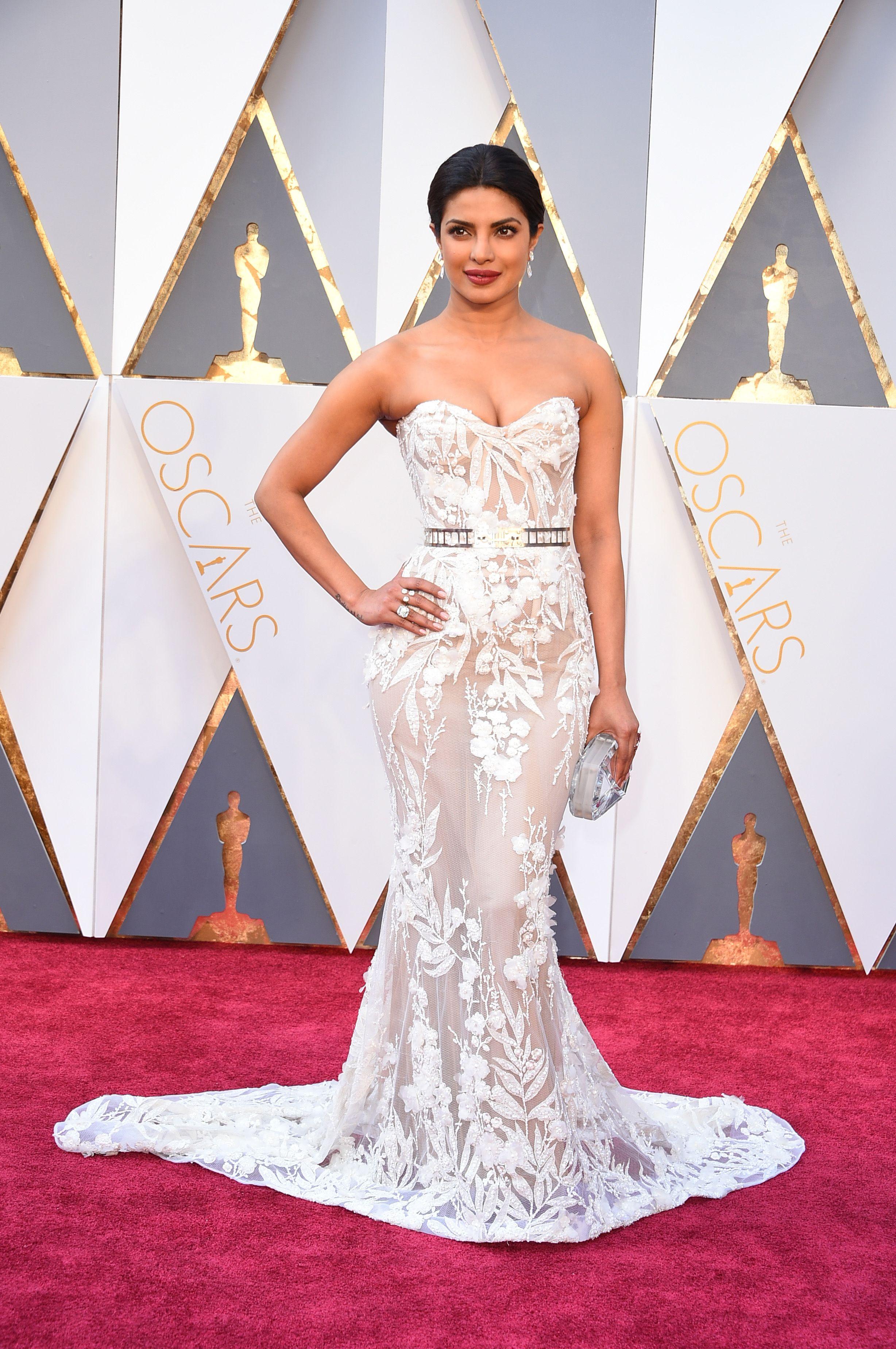 Priyanka Chopra\'s Oscars Look Is the Perfect Mix of Elegance and ...