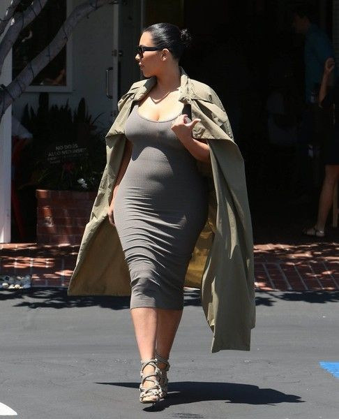 Kim Kardashian Photos Photos - Pregnant reality star Kim Kardashian is seen stopping by Fred Segal in West Hollywood, Calfiornia on July 16, 2015. Kim, who is currently pregnant with her second child, hid her growing baby bump under a tight grey dress. - Pregnant Kim Kardashian Stops by Fred Segal