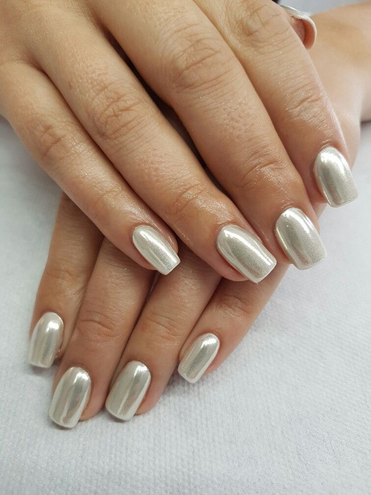 White Chrome Nails Would Make A Great Base Color For Lots And Lots Of Christmas And Other Holiday Themed Wedding Nails Glitter Trendy Nails White Chrome Nails