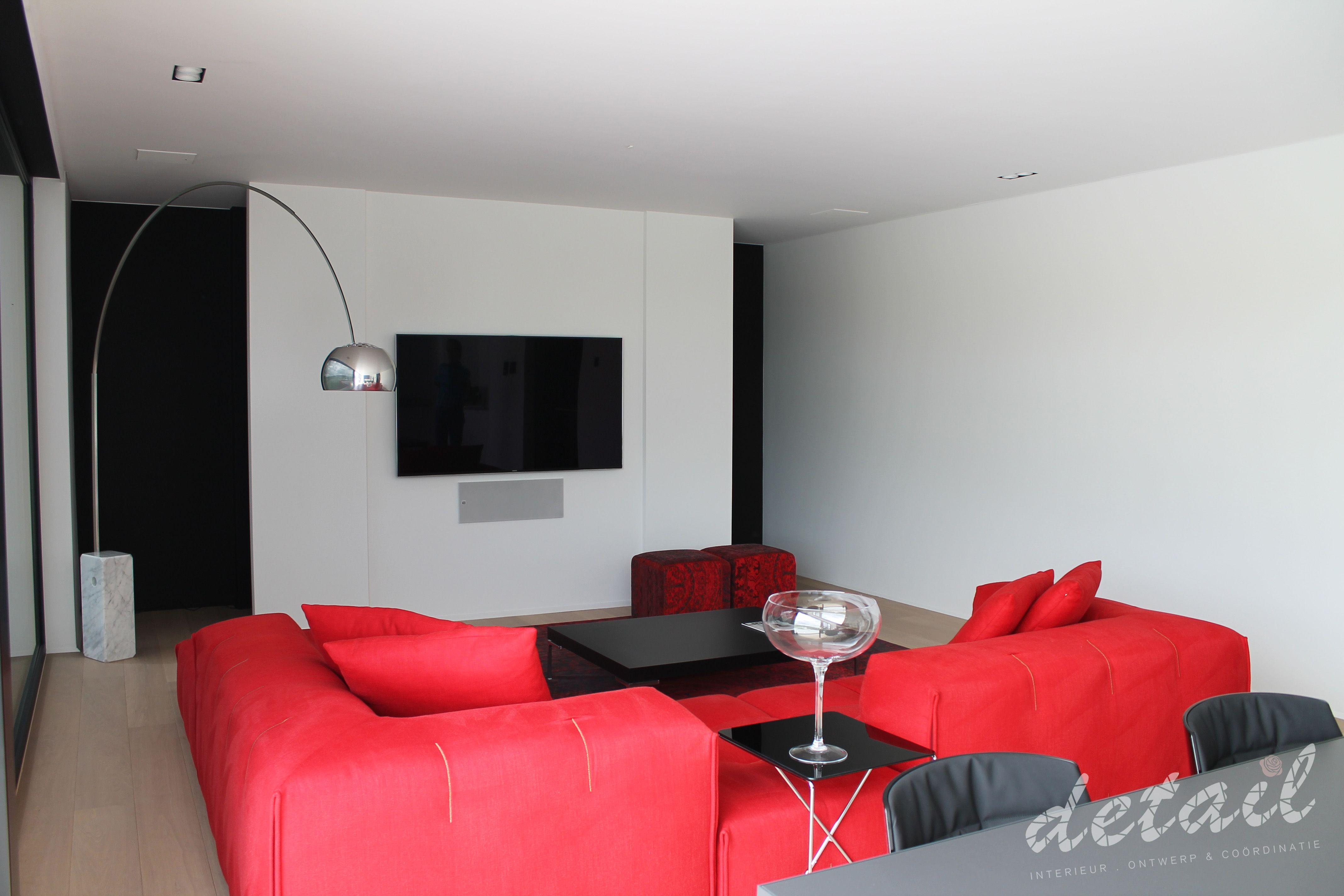 living room, red sofa - rode zetel, rode accenten in leefruimte
