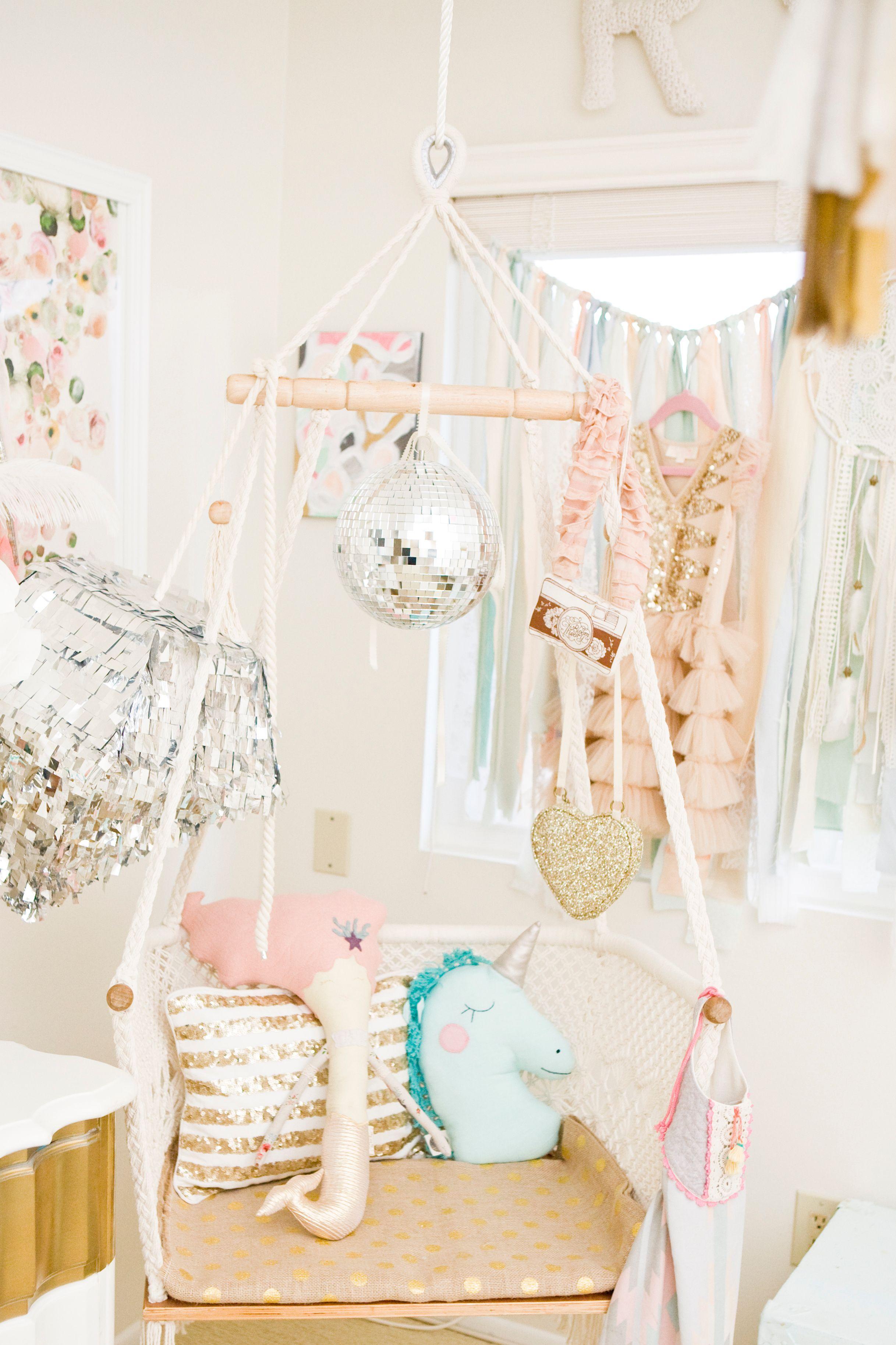 a whimsical girls room makeover with o my darlings blog kinderzimmer basteln f r kinder und. Black Bedroom Furniture Sets. Home Design Ideas