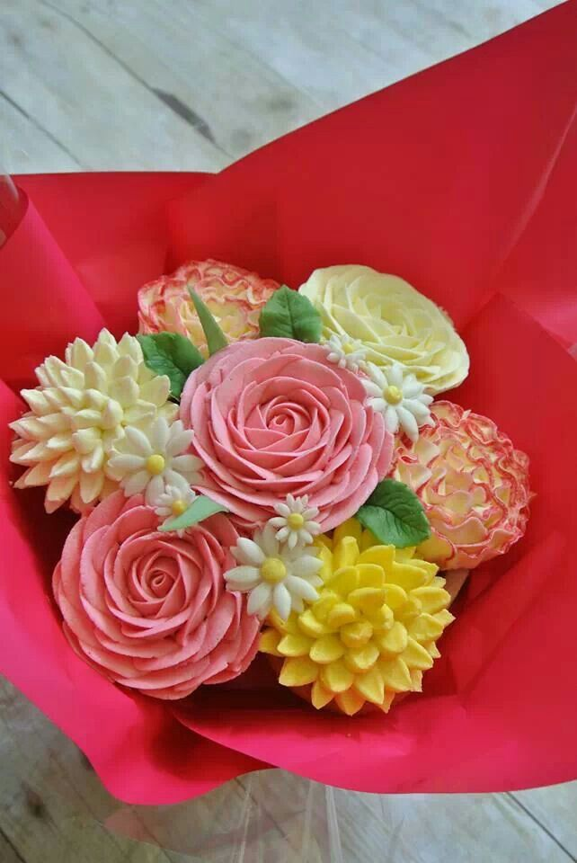 Cupcake boquet gosh i would love to have one of these as a present!