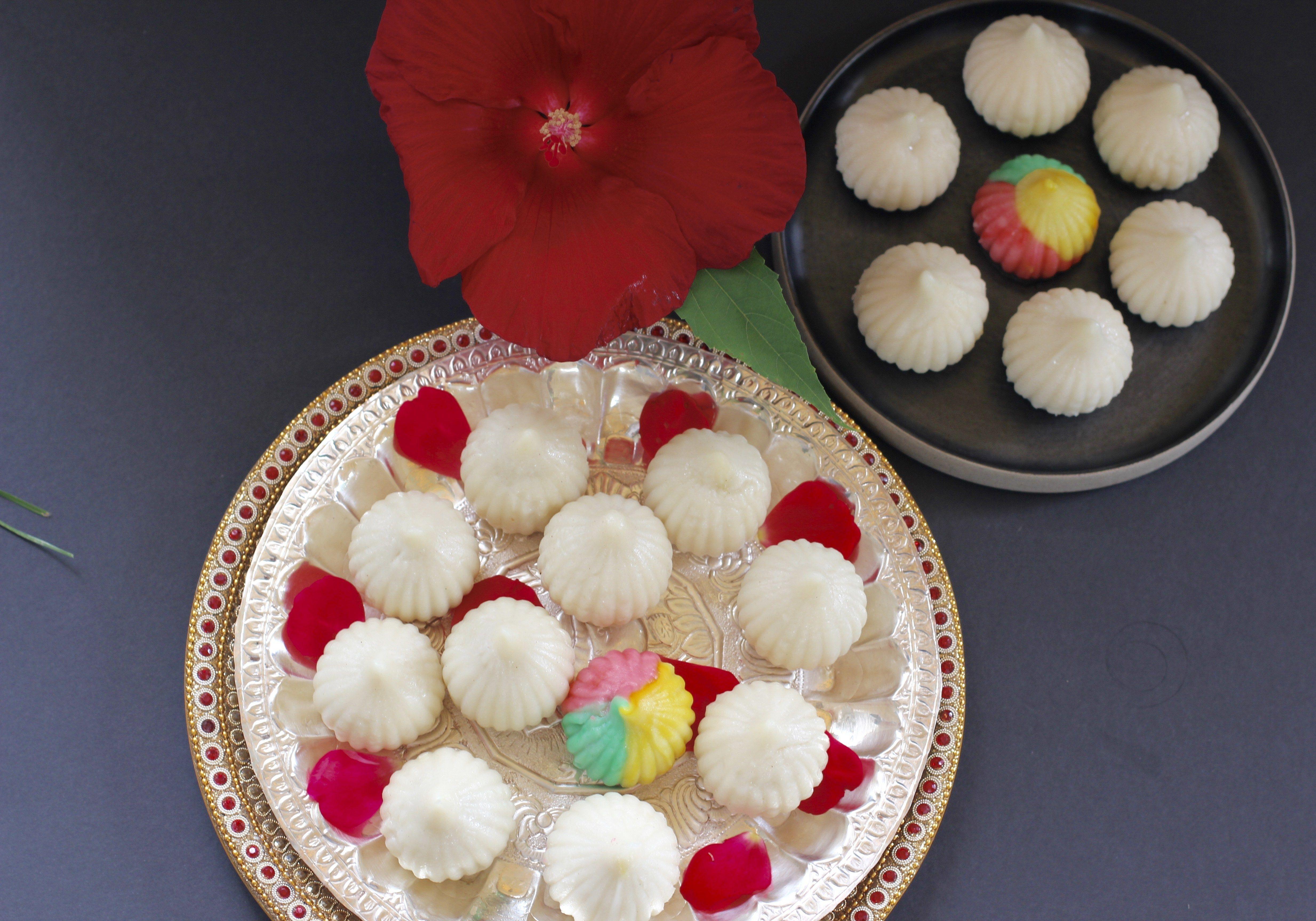 Ukadiche Modak (sweet rice dumplings with coconut filling ...