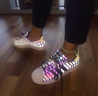 Sacrificio caloría Consultar  shoes adidas glow in the dark trainers superstar neon originals multicolor  white multicolor sneakers adidas shoes cool classy… | Addidas shoes,  Fashion shoes, Shoes