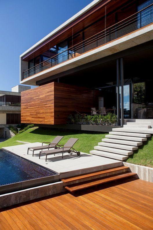 Casa grande de dos pisos, una construcción moderna y de lujo que te dejará con la boca abierta