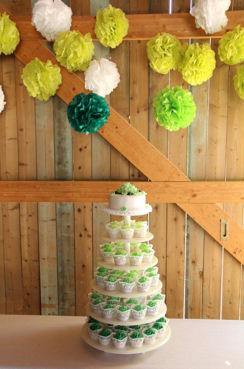 Eine Einfache Rustikale Stil Weiss Hochzeitstorte Mit Grunem Laub
