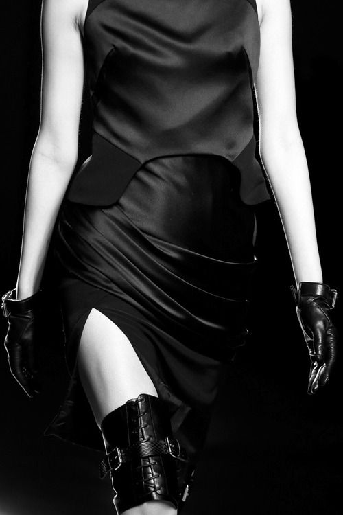 #fashion #avantgarde #dark #Minimal #simple #black #trends #style #wearing #runway #fashionweek