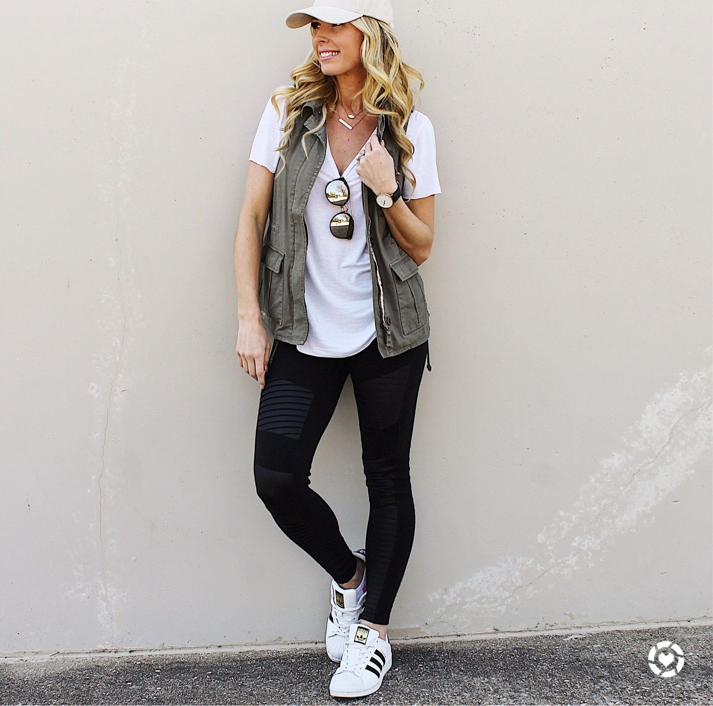 387c2efdb0690 what to wear with moto leggings 50+ best outfits ...