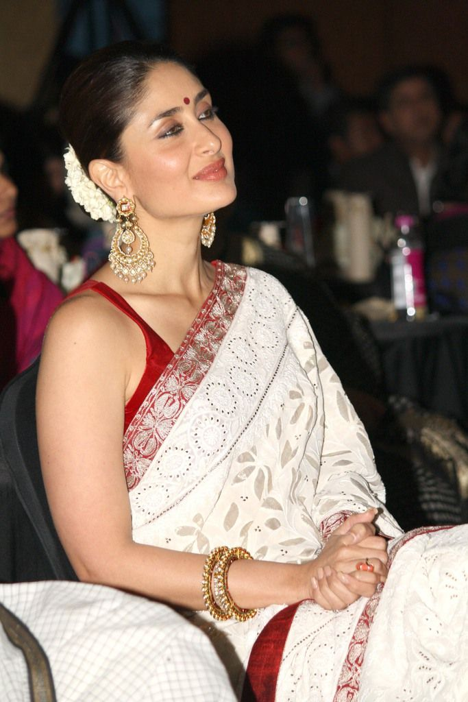grace and elegance kareena kapoor the perfect look