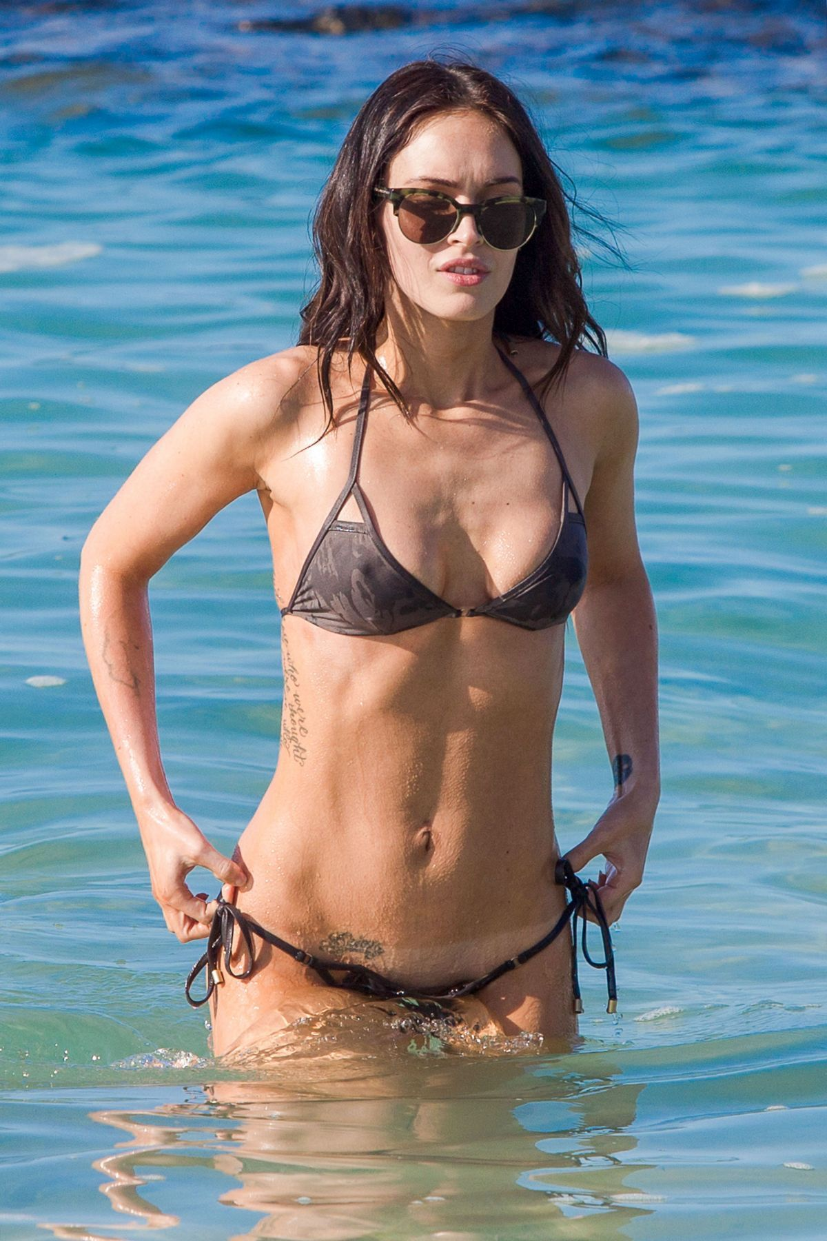 Megan fox on the beach in hawaii dec nude (56 photos), Twitter Celebrites foto