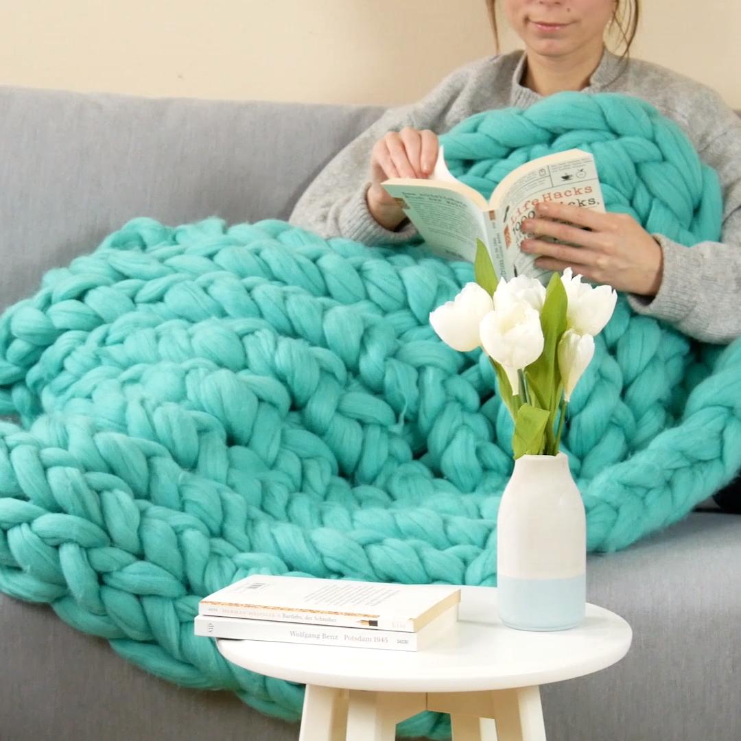 Photo of DIY : tricoter un plaid moelleux sans aiguille