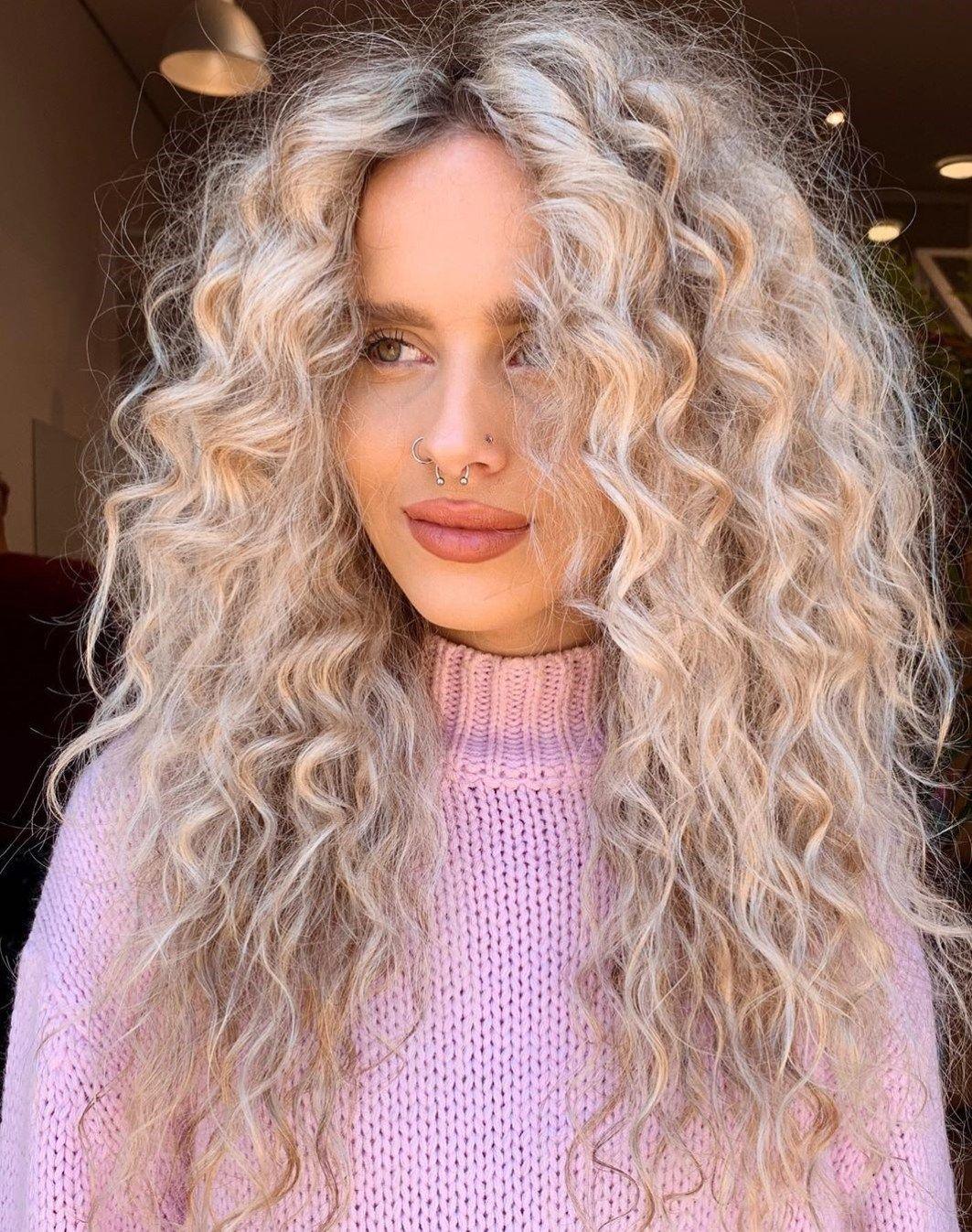 40 Bombshell Silver Hair Color Ideas For 2020 Hair Adviser In 2020 Silver Blonde Hair Silver Ombre Hair Curly Hair Styles