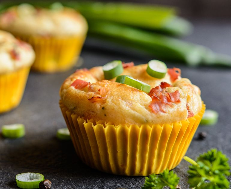 Breakfast Bacon And Egg Muffins Sour Cream Recipes Recipes With Marshmallows Bacon Breakfast