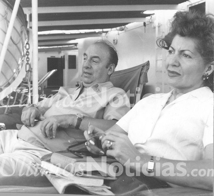Pablo Neruda junto a su esposa Matilde de Neruda, Pablo de nacionalidad chilena, considerado el mejor escritor suramericano de todos los tiempos. Foto: AF/GÚN