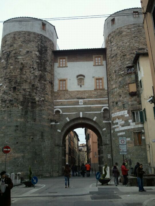 lucca lucca walled city italy on walled id=92332