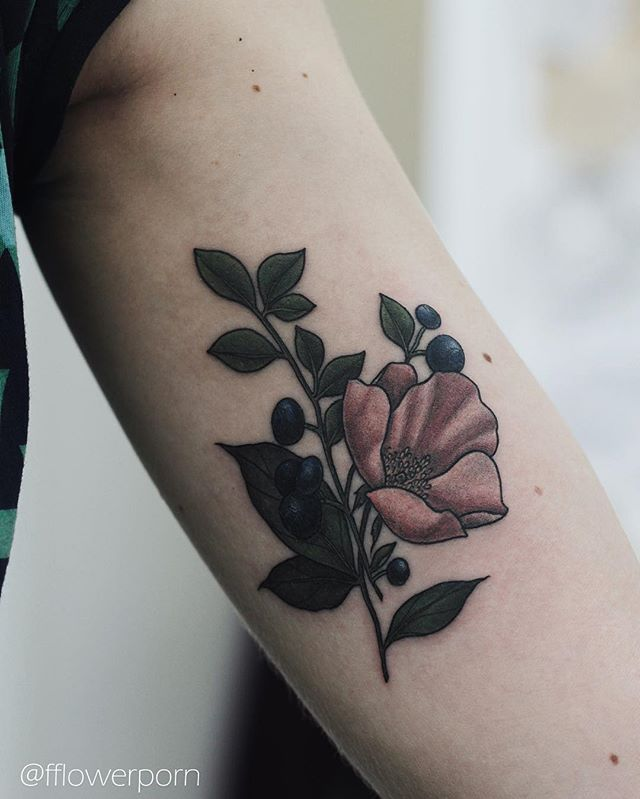 Tattoo by Olga Nekrasova. Instagram.