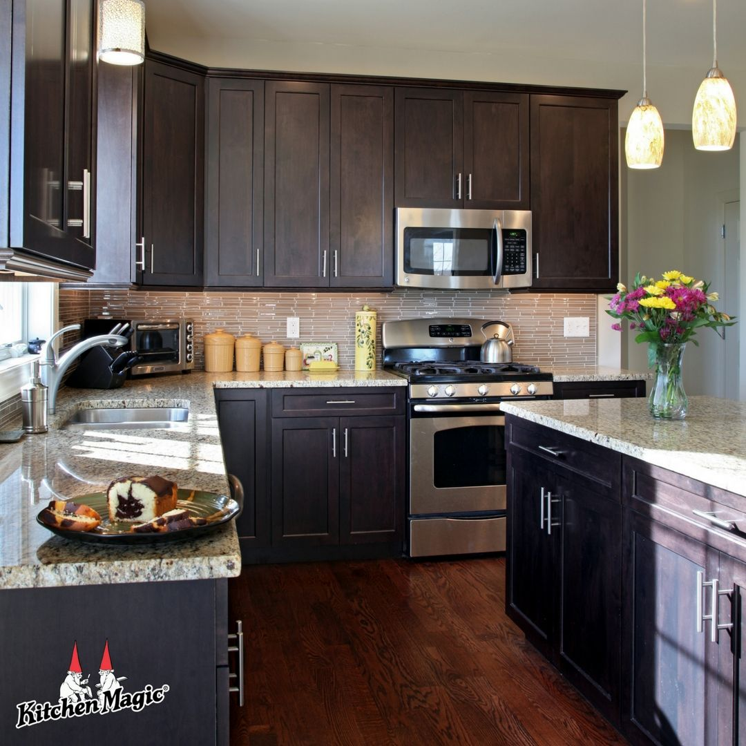 How Shaker Style Doors Work For Any Design Taste Beautiful Kitchen Cabinets Kitchen Cabinet Styles Kitchen Remodel
