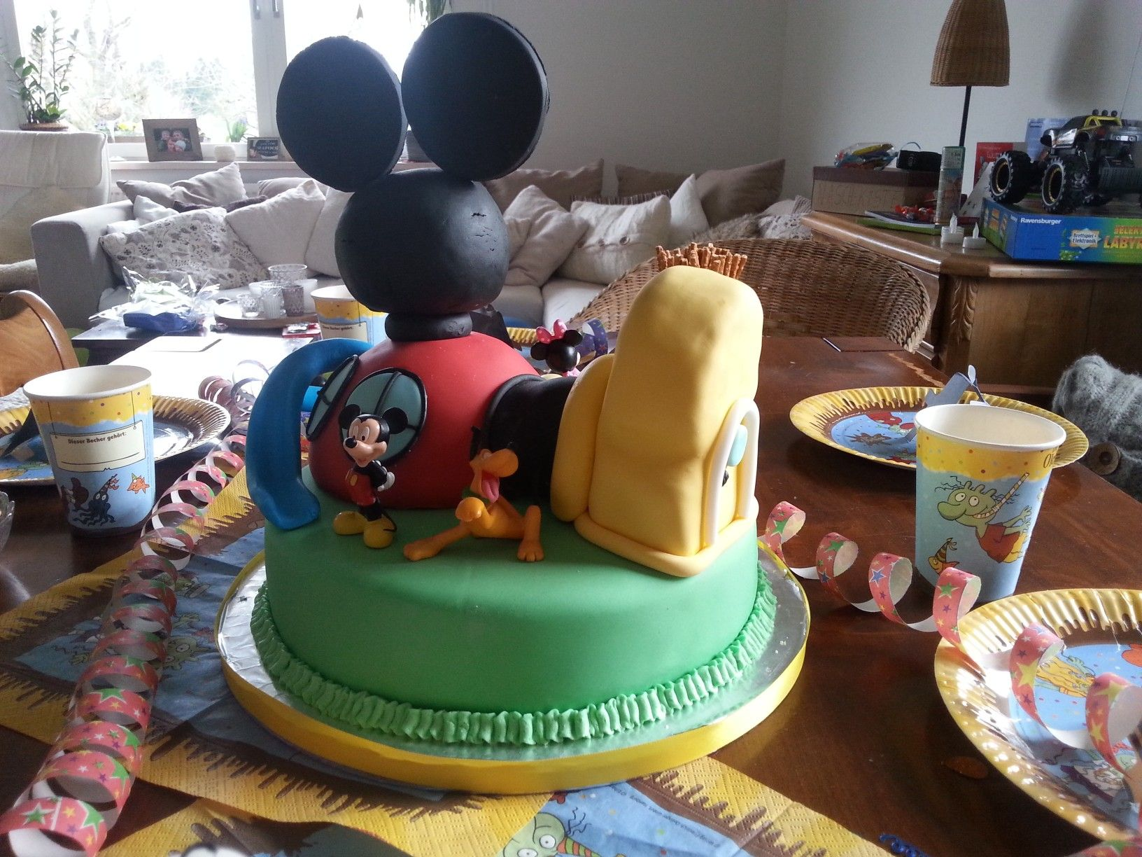 mickey mouse clubhouse torte geburtstag fondant geburtstags torten pinterest mickey mouse. Black Bedroom Furniture Sets. Home Design Ideas