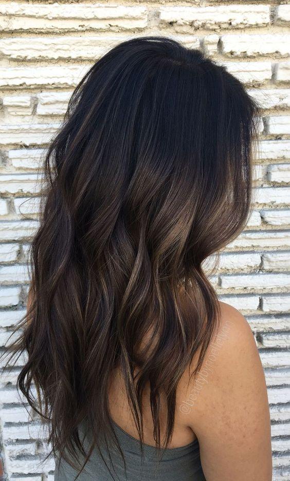 66 subtile balayage brünette frisuren mit herbst-winter-farben #balayage #brunette #farben #frisuren #hairstyleideas #herbst #subtile #winter #brownhaircolors