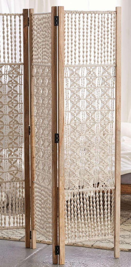 biombo de macram delicado detalle personal para separar ambientes sin perder luz wooden room screenroom