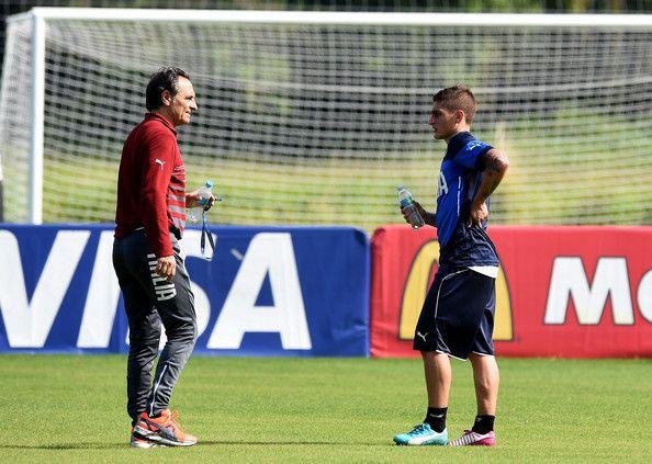 Head coach Italy Cesare Prandelli (L) and Marco Verratti during a training session on June 16, 2014 in Rio de Janeiro, Brazil.