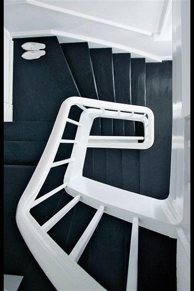 black staircase ... waouhhhhh !