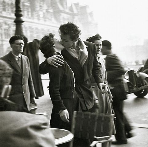 ROBERT DOISNEAU, Le Baiser (The Kiss), Hotel de Ville, Paris