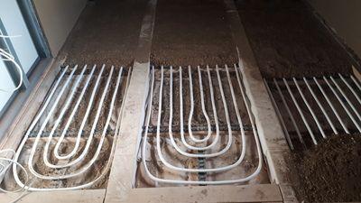 Fußboden Aus Lehm ~ Fußbodentemperierung in lehm für holzböden in bädern 1 02681