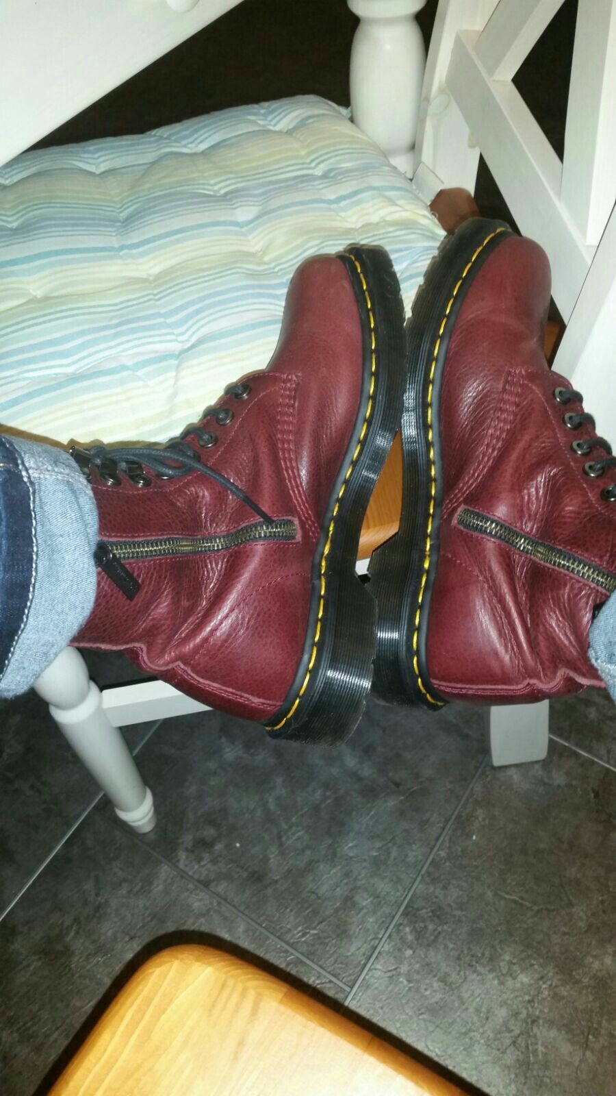cool boots  very  nice  colour  and super  comfortable, I am usually  a high heel  wearer  but ...!  they are  just  brilliant