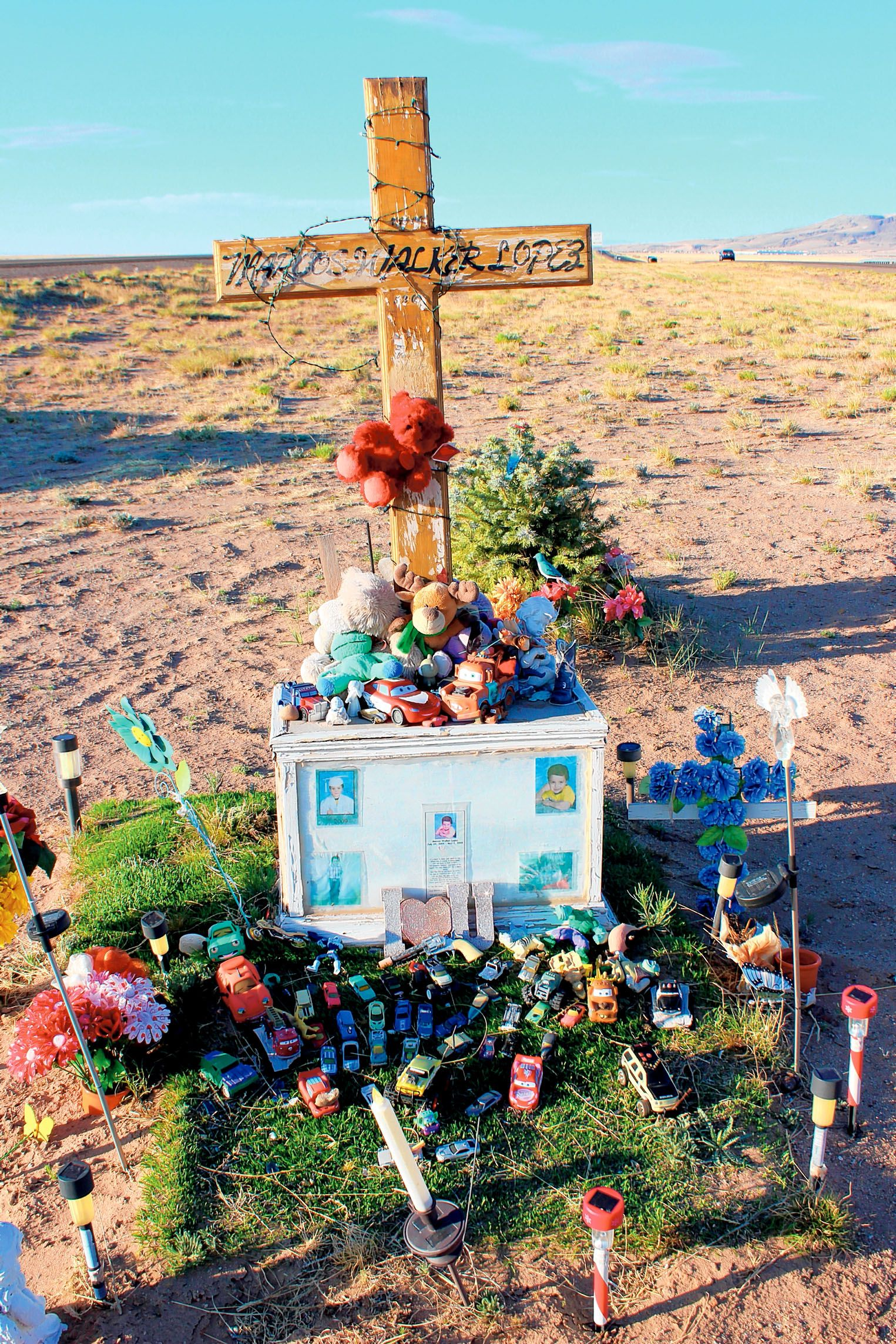 Honoring New Mexico's descansos. Couple photographs roadside makers as a  tribute to those lives lost