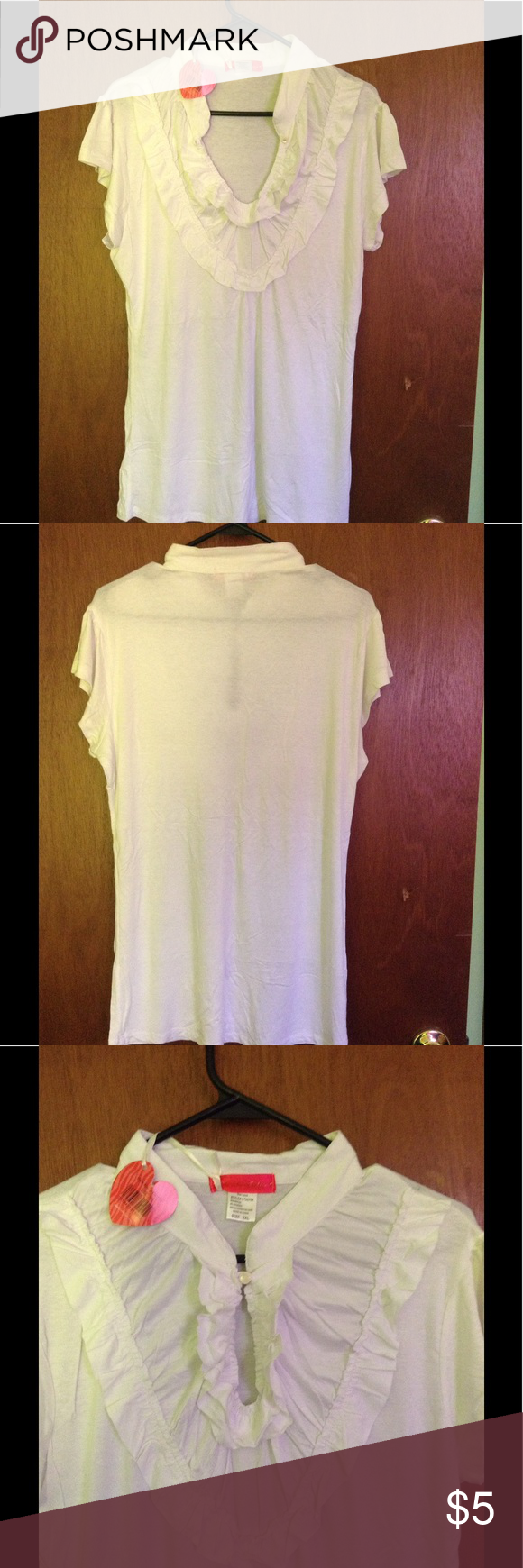🇺🇸 Extraordinary bargain Bright White T Style Bright White Design T-shirt Style (NWT) great for people with long torso. Very comfy, and flows freely. One of those pcs. that can be used with almost anything and for everything. Just too big on me, w t to go home with you. Extraordinary bargain. Fits nicely on an XL or 1X Na Na Fashions Tops Tees - Short Sleeve