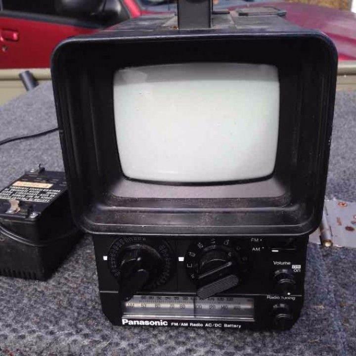 Vintage 1978s Panasonic Solid State TV TR 555 and Radio