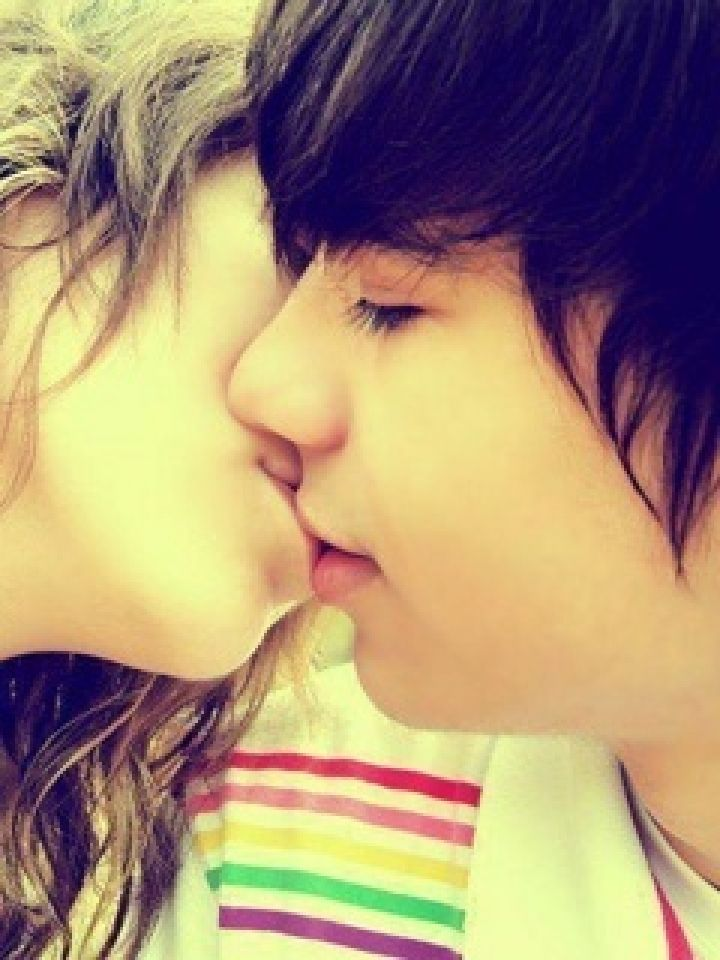 Cute Kissing Wallpapers