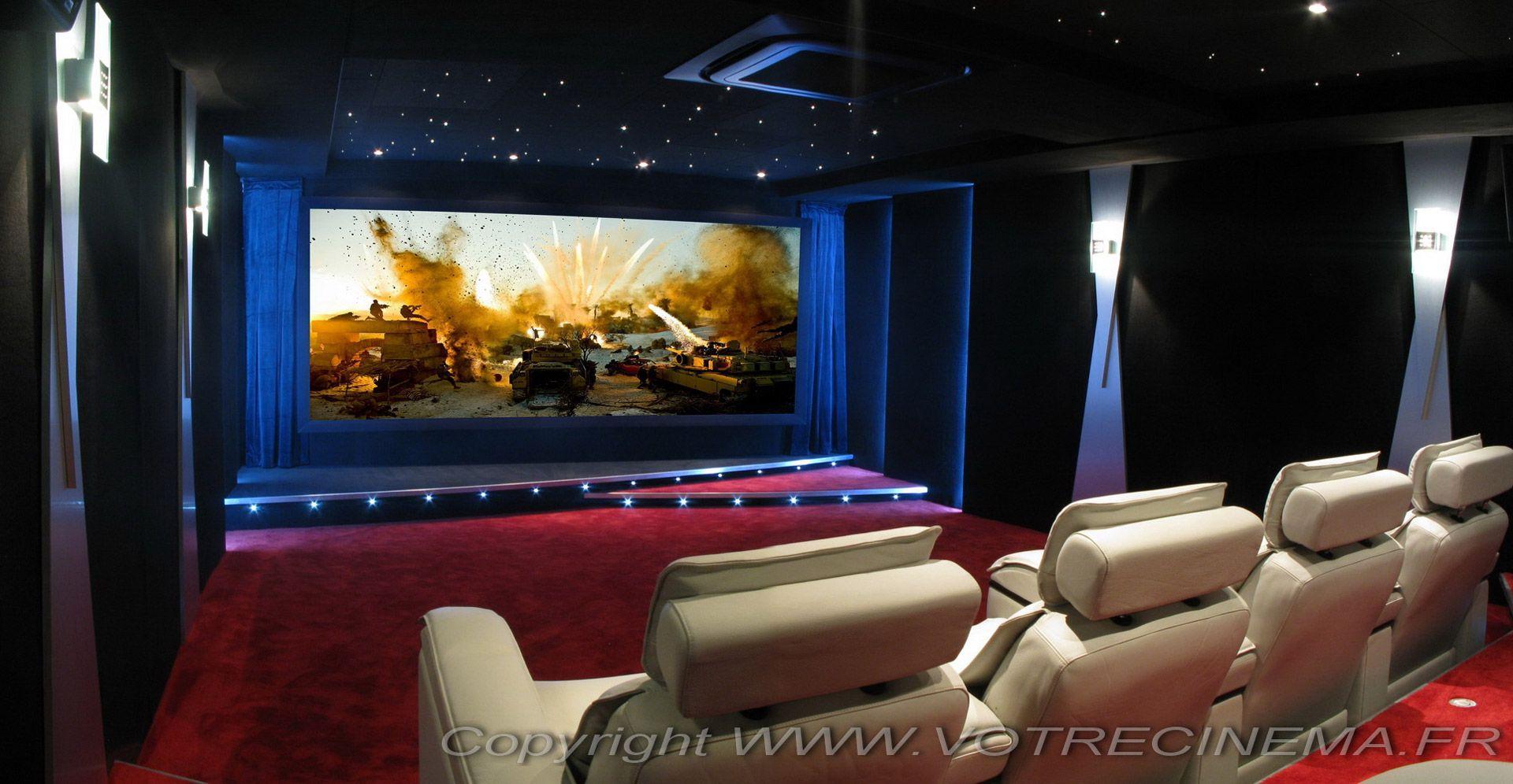 Aménagement d\'un home cinéma privé de luxe design dans une pièce de ...