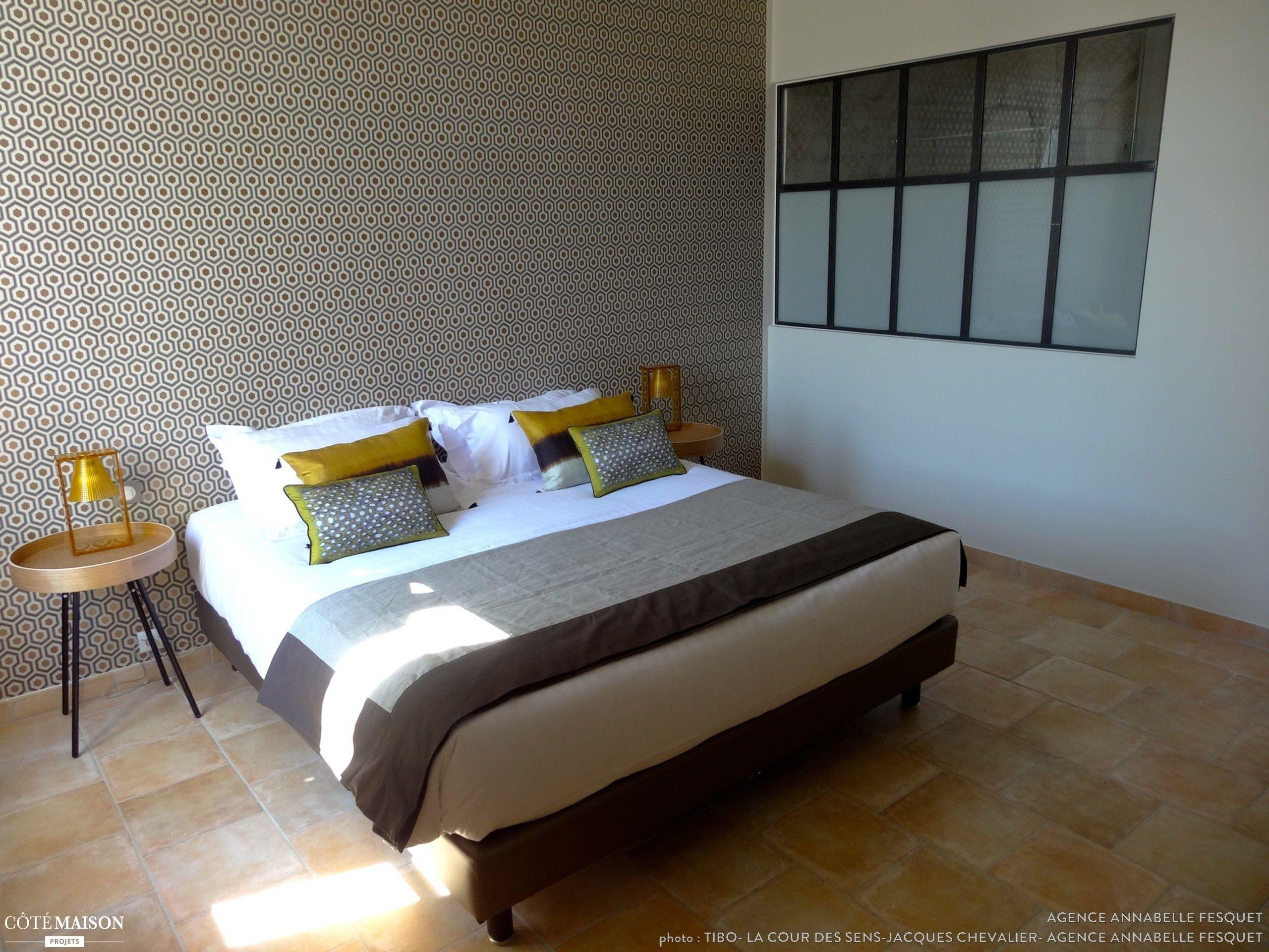 maison d 39 h tes dans le luberon papier peint hick 39 s. Black Bedroom Furniture Sets. Home Design Ideas