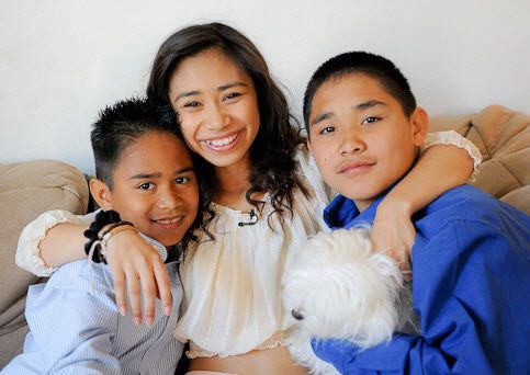 Jessica Sanchez Poses With Her Brothers On Her Recent Trip Home To