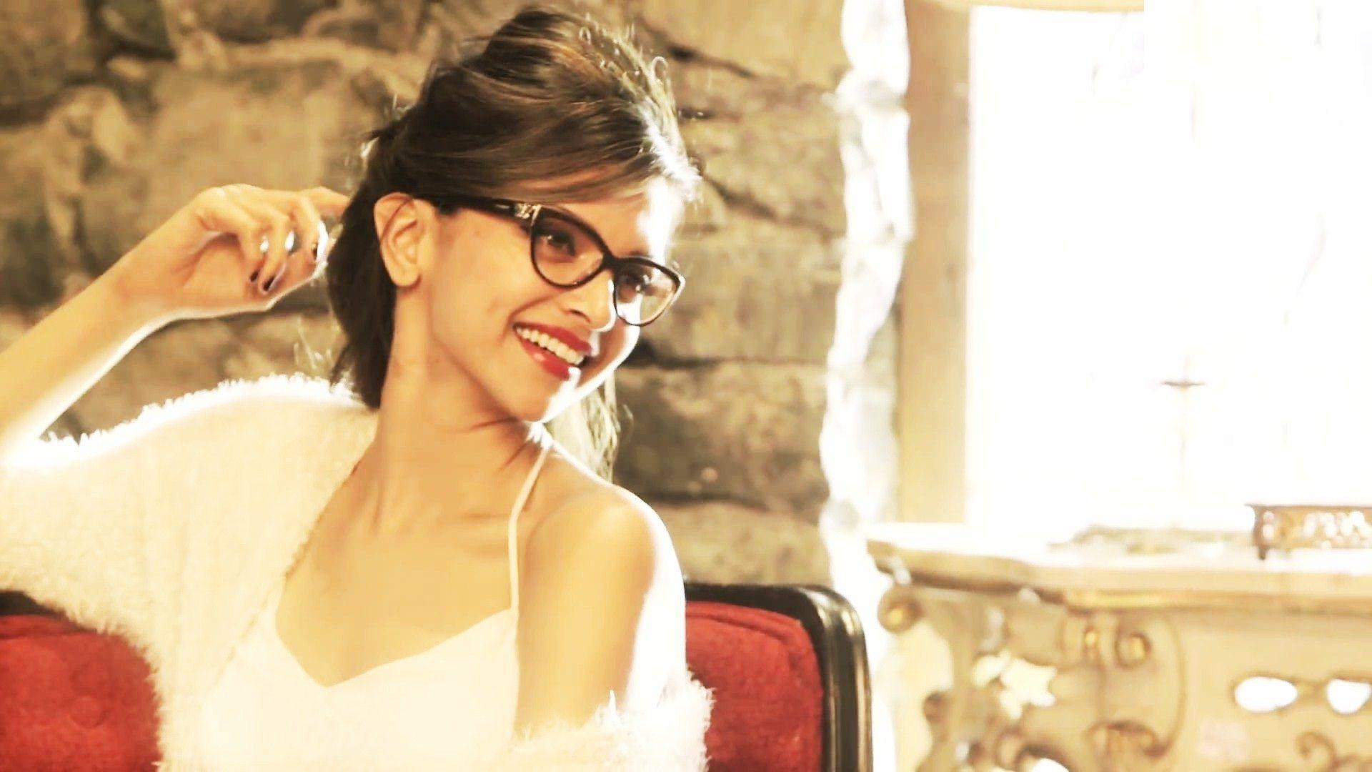 Deepika Padukone looking wonderful in Specs | Deepika ...